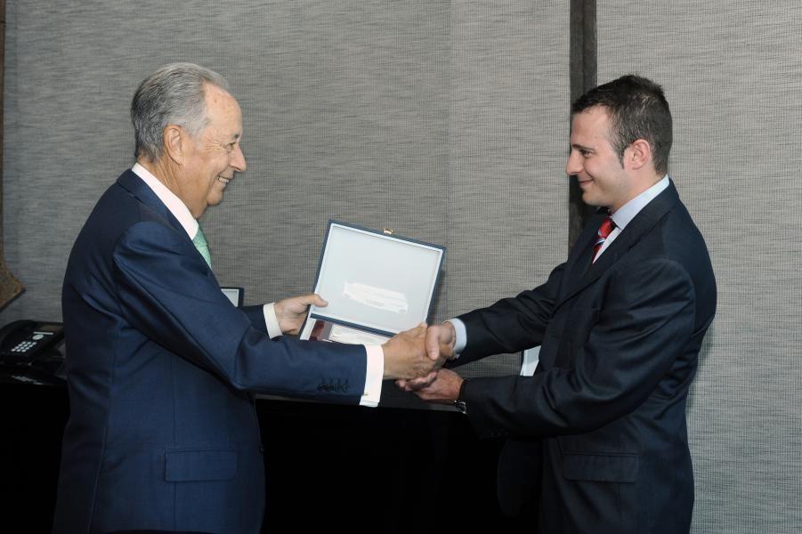 Premio_accesit_juan_miguel_villar_mir_a_ricardo_muñoz